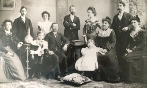 Hunter Family, ca1900; (c) 2015 Dorothy Vander Meulen